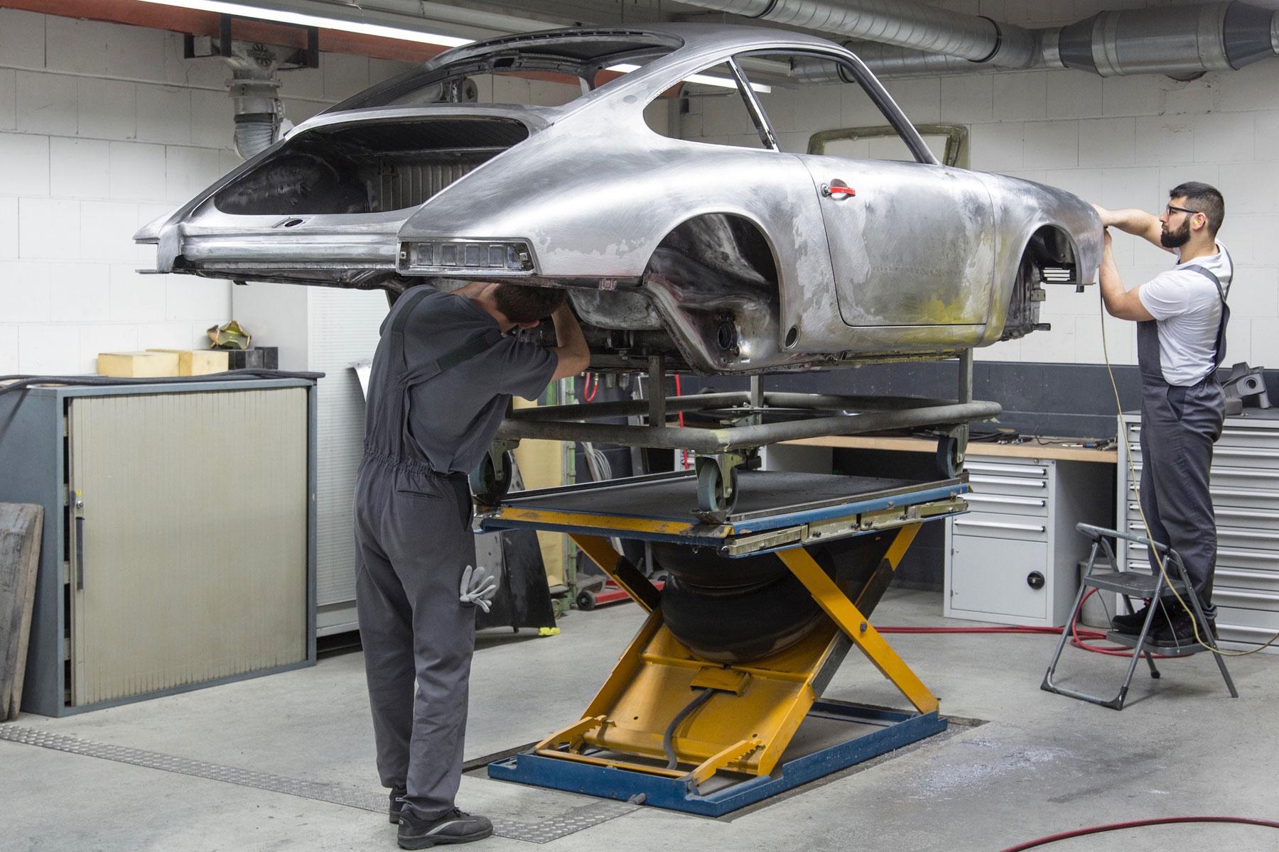Porsche 901 300 057